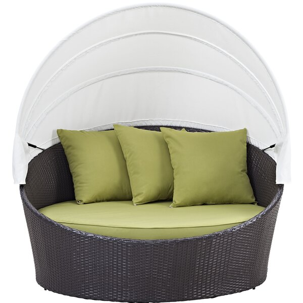 Sol 72 Outdoor ™ Brentwood Canopy Patio Daybed med kuddar.